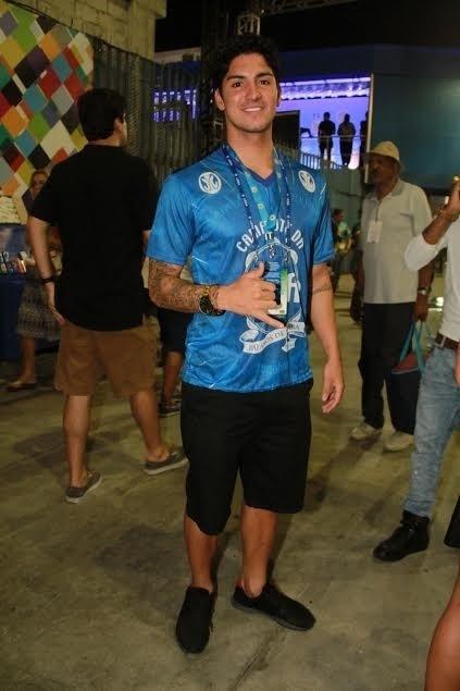 9.fev.2016 - Campeão brasileiro campeão mundial de surf, Gabriel Medina curte camarote na Sapucaí na segunda noite de desfiles das escolas do Rio