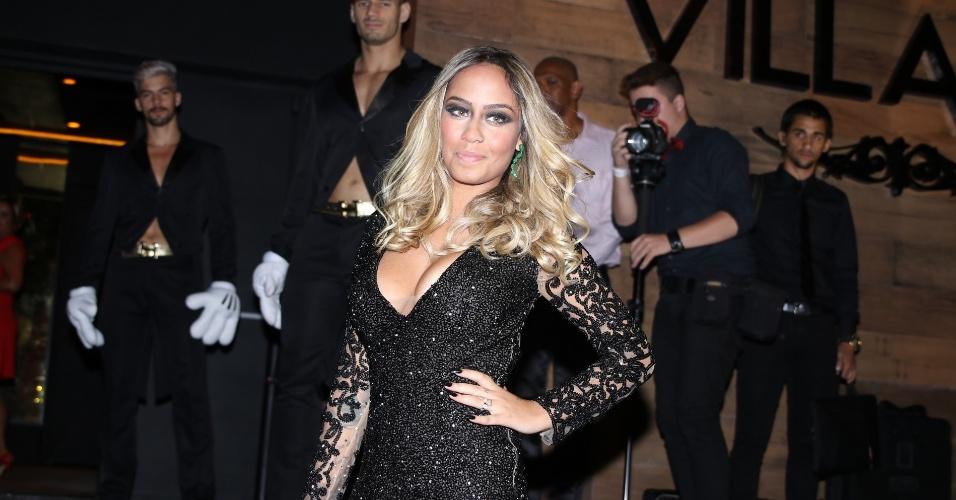 7.mar.2016 - Rafaella Santos, irmã de Neymar, chega para sua festa de aniversário no Villa Mix, casa noturna na zona sul de São Paulo