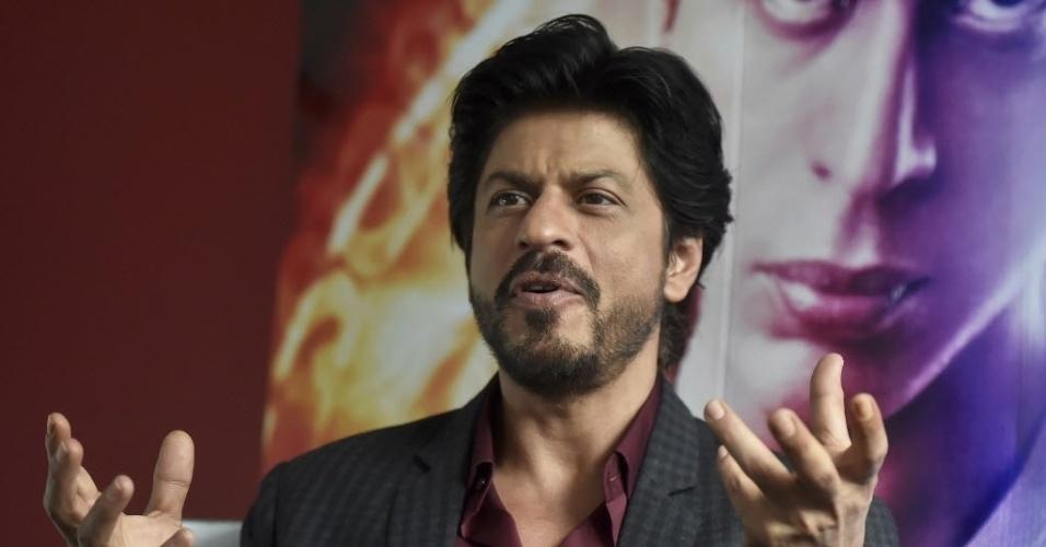 O ator indiano Shah Rukh Khan dá entrevista no museu Madame Tussauds, em Londres