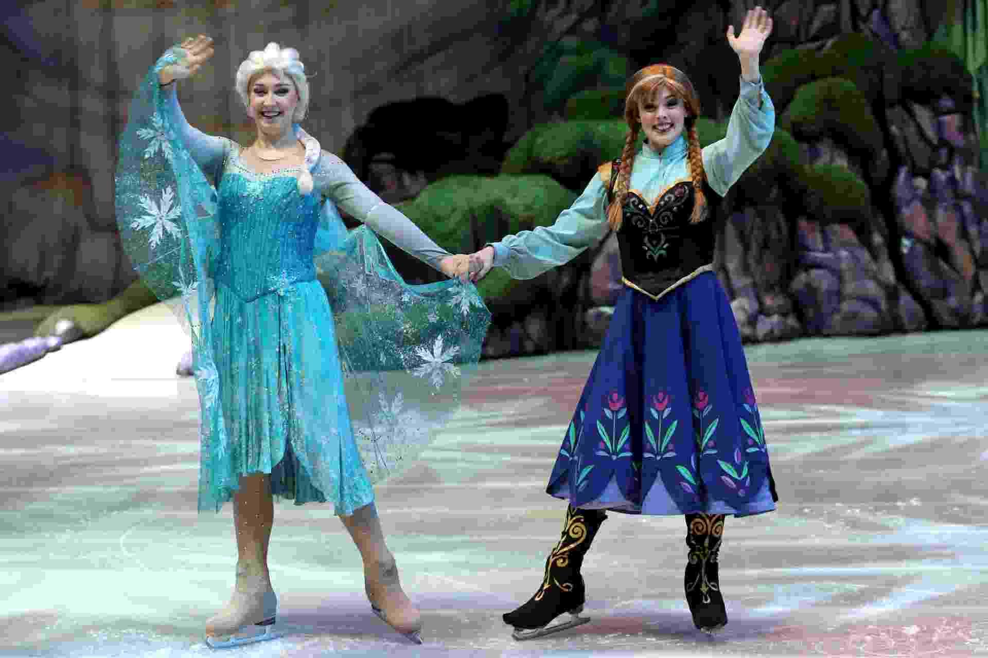 """29.abr.2016 - Personagens do musical """"Disney on Ice"""" em cartaz em São Paulo, que tem o segundo ato dedicado às irmãs Anna e Elsa de """"Frozen"""" - Flávio Florido/UOL"""