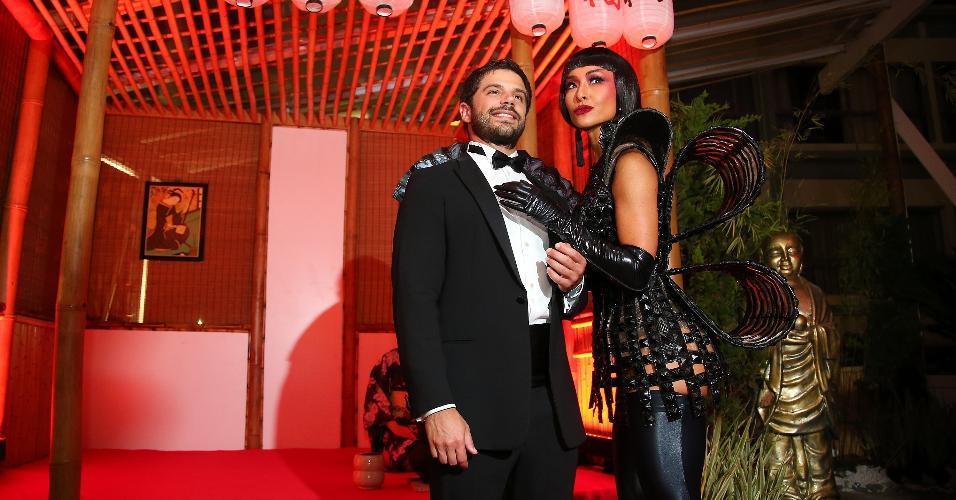 Rainha do baile de Carnaval do Copacabana Palace, Sabrina Sato posa com o  namorado, 89a163e25f