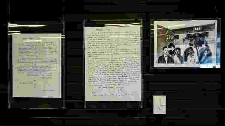 Cartas escritas por Roberto Bolaño são expostas em Santiago, no Chile - Martin Bernetti/AFP - Martin Bernetti/AFP