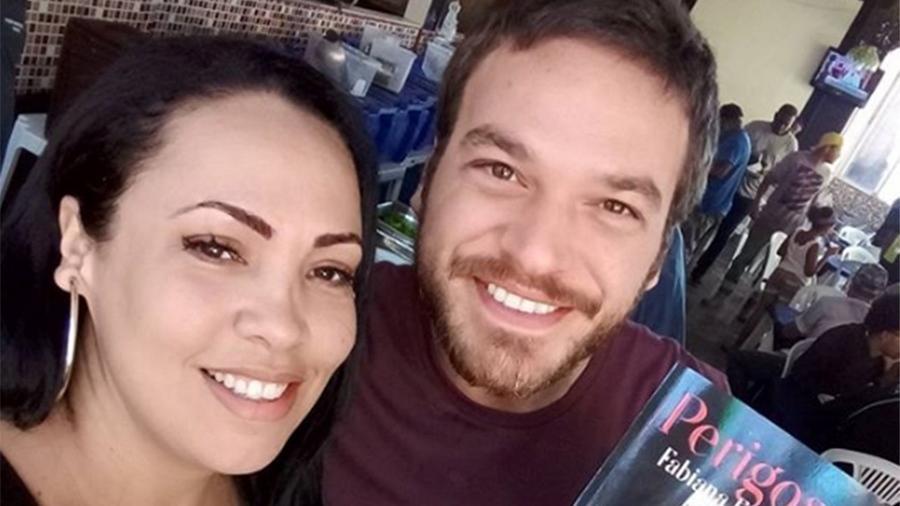 """Fabiana Escobar posa com Emílio Dantas nos bastidores de """"A Força do Querer"""" - Reprodução/Instagram"""
