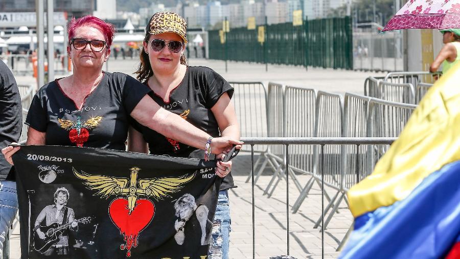 De cabelos caloridos, Leny Becker e a filha Andressa enfrentam o sol pelo Bon Jovi -  Marco Antonio Teixeira/ UOL