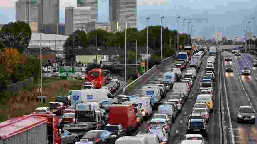 Trânsito Londres Inglaterra - Ben Stansall/AFP