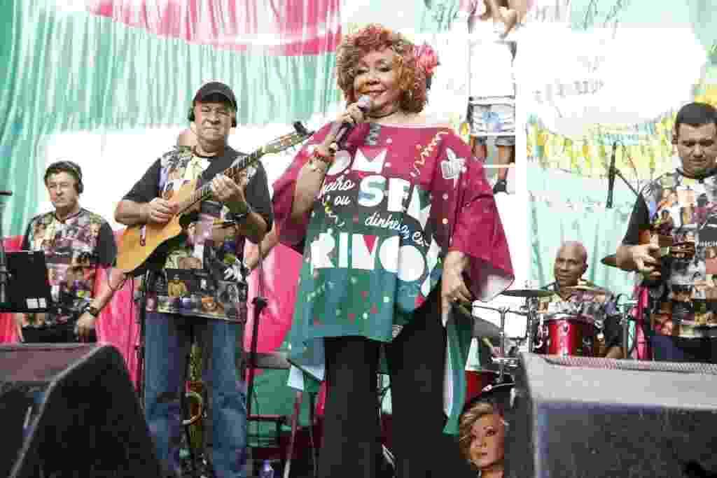 Alcione canta na feijoada da Mangueira - AgNews