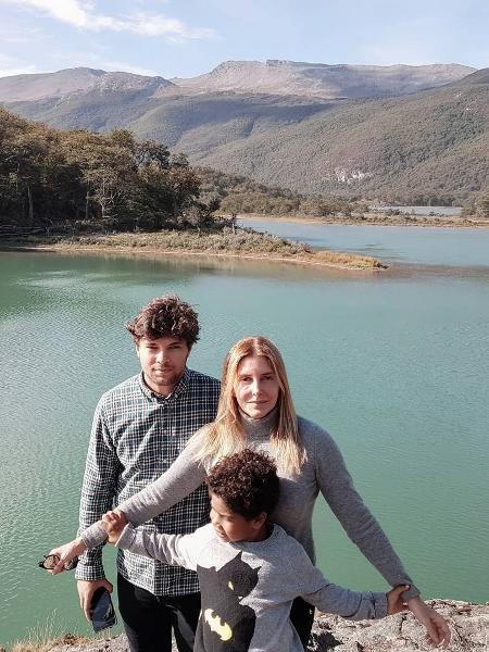Maria Padilha com o namorado, Brenno, e o filho, Manoel - Reprodução/Instagram
