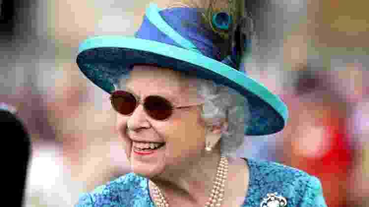 A rainha durante uma festa nos jardins do palácio de Buckingham em 31 de maio - Getty Images - Getty Images