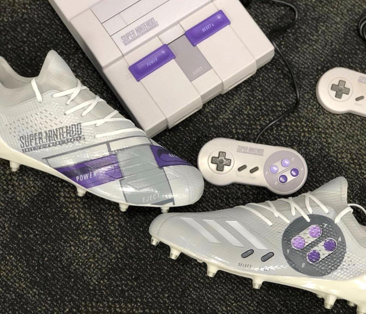 a8aa119fda Jogador de futebol americano usa chuteiras inspiradas no SNES - 26 11 2018  - UOL Entretenimento