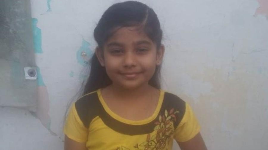 Hanifa Zaara, de 7 anos escreveu uma carta para a polícia dizendo que seu pai não tinha cumprido a promessa de construir um banheiro em sua casa - BBC Tamil