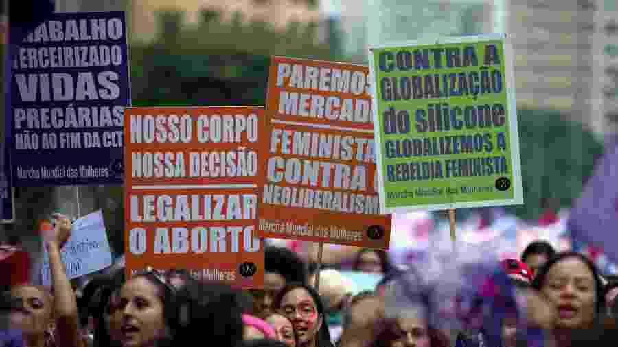 Mulheres durante manifestação do Dia Internacional da Mulher de 2018, na Praça Oswaldo Cruz, em São Paulo - Eduardo Anizelli/Folhapress
