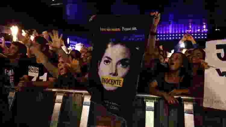 Fã leva cartaz em show do The Jacksons afirmando que Michael Jackson é inocente - Simon Plestenjak/UOL - Simon Plestenjak/UOL
