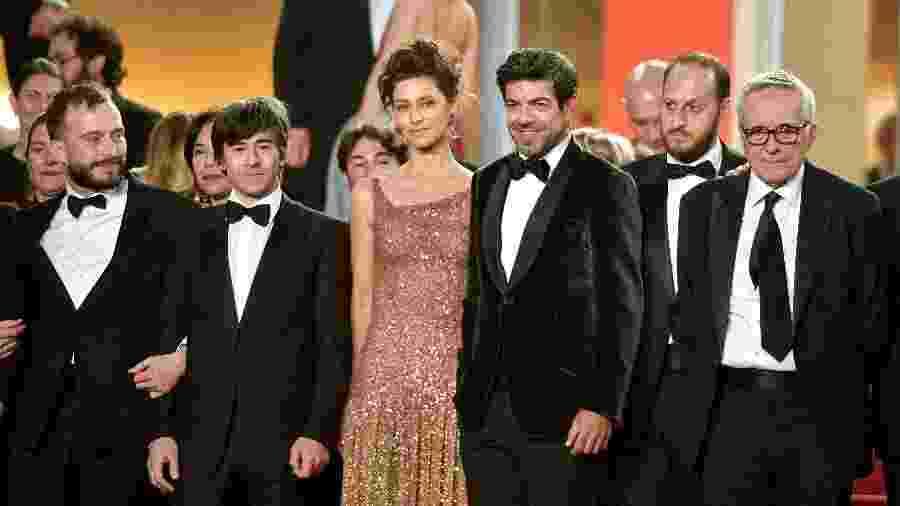 Luigi Lo Cascio, Maria Fernanda Cândido, Pierfrancesco Favino, Fausto Russo Alesi e Marco Bellocchio posam em Cannes - Matt Winkelmeyer/Getty Images)