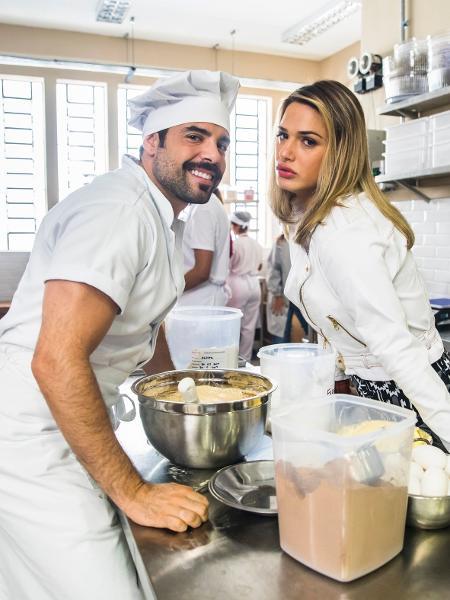 Pedro Carvalho e Glamour Garcia interpretam o divertido casal Abel e Britney em A Dona do Pedaço - João Miguel Júnior/Globo
