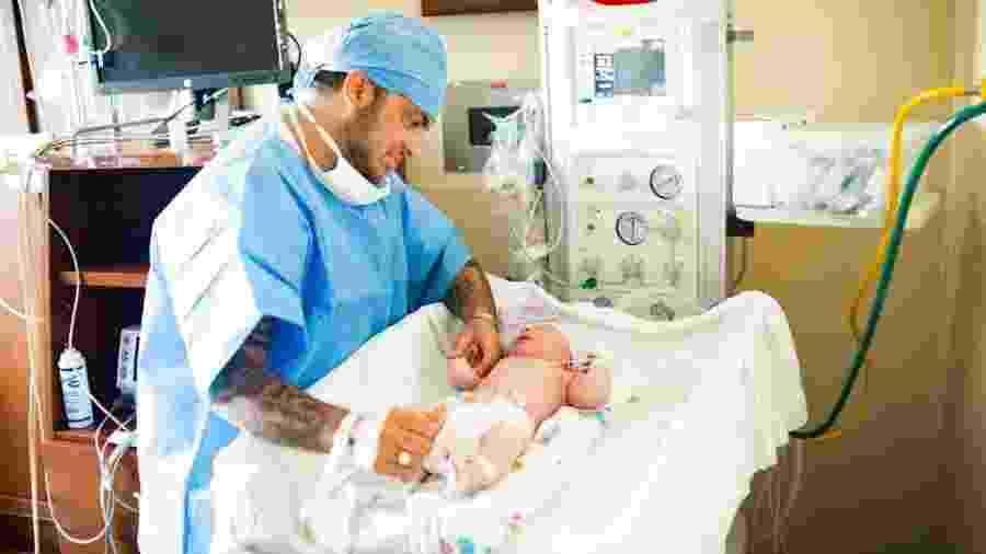 Thammy Miranda e o filho Bento - Divulgação