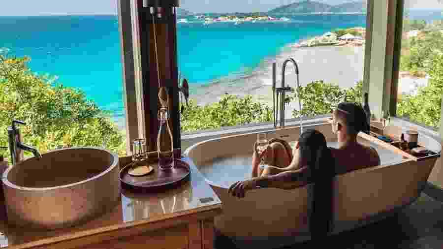 Vista do banheiro do Six Senses Zil Pasyon, na ilha privada Felicité, nas Ilhas Seychelles - Reprodução/Instagram
