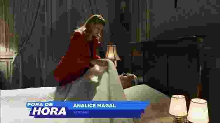 A repórter Analice Magal (Veronica Debom) cobre o papa - Reprodução