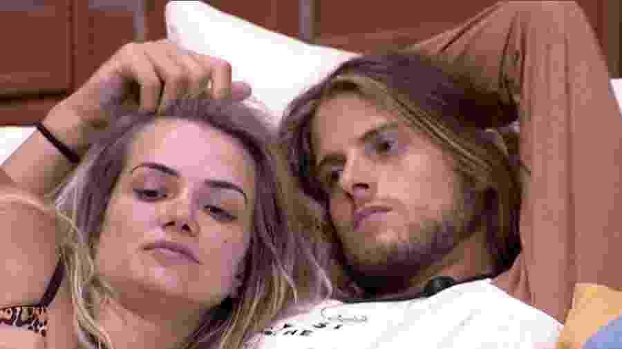 Marcela e Daniel conversam  - Reprodução/Globoplay