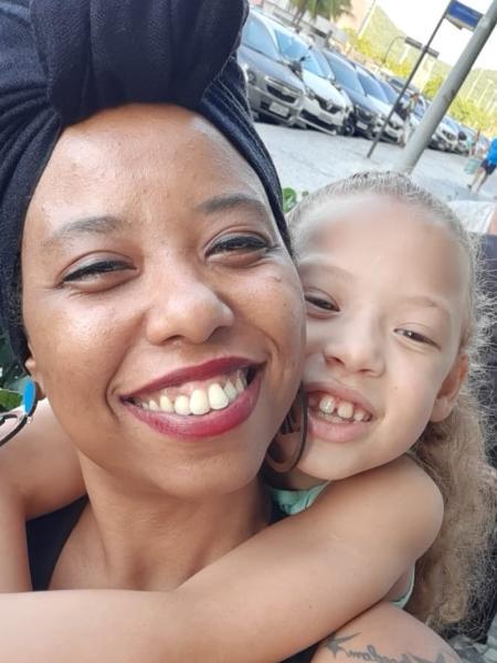 Lorena Oliveira  tem deixado a filha Sophia, de 8 anos, com avó - Acervo Pessoal
