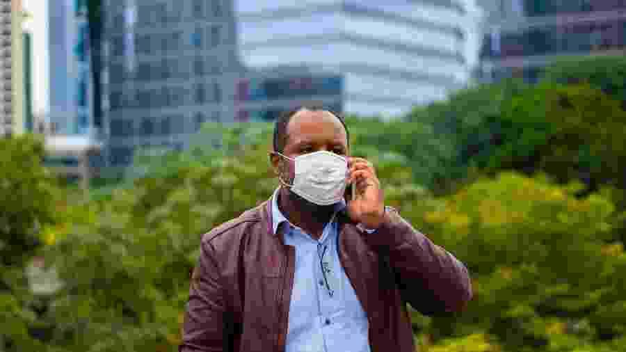 Mortes naturais sobem 3 vezes mais entre negros do que brancos na pandemia - iStock