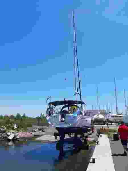 casal mediterrâneo - barco na água - Arquivo pessoal - Arquivo pessoal