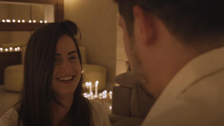 """Mari Palma mostrou pedido de casamento inspirado em Chandler e Monica, de """"Friends"""" - Reprodução/Youtube"""