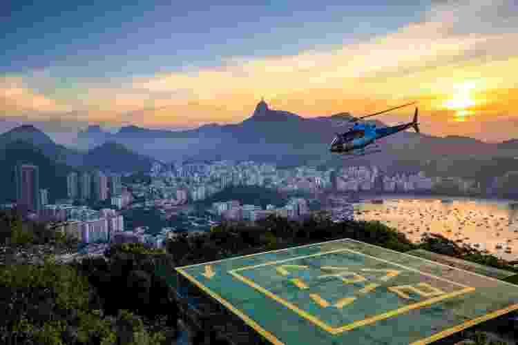 Helicóptero sobrevoa o Rio de Janeiro - Getty Images/iStockphoto - Getty Images/iStockphoto