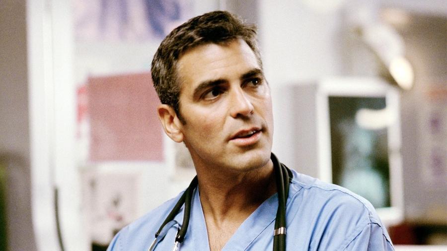 """George Clooney como o Dr. Doug Ross em """"Plantão Médico"""" - Reprodução"""