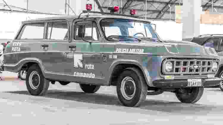 'Olha o camburão': Chevrolet Veraneio 1988 utilizada pela Rota é um dos carros icônicos preservados pela PM - Marcos Camargo/UOL - Marcos Camargo/UOL