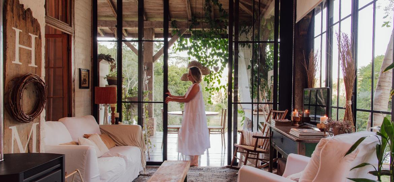 Casa de Sirlei Limberger, marido e os filhos é inspirada pelo estilo farmhouse e trabalha com a decoração rústica - Arquivo Pessoal