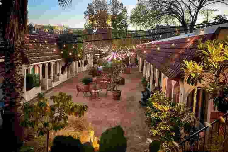 Jardim interno e área de bar do Austin, o professora Helen Bradenton, de Dallas - Nick Simonite - Nick Simonite