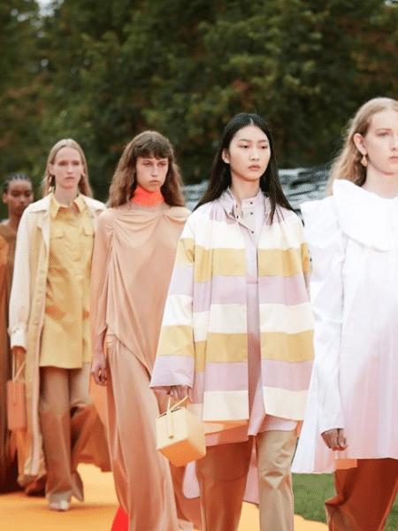 O desfile da marca Roksanda na Semana de Moda de Londres fez parte da programação presencial do evento após a pandemia - Reprodução/Instagram