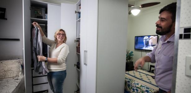 A jornalista Christiane Aguiar mora em um apê com 24 m², em São Paulo, com o marido - Simon Plestenjak/ UOL