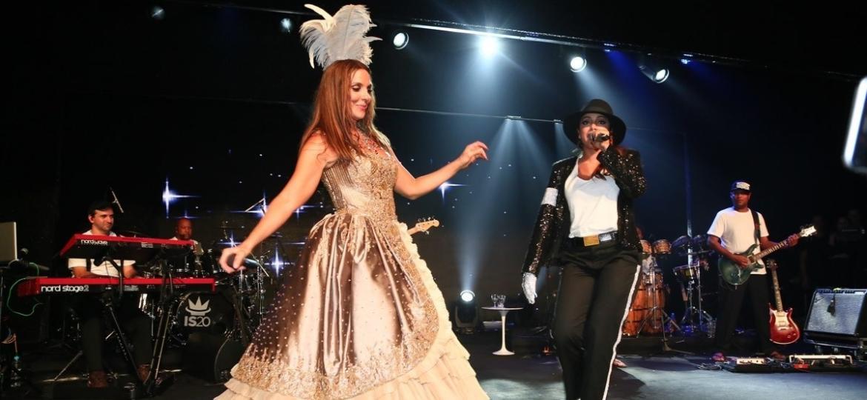 Ivete Sangalo e Anitta no palco do Baile da Vogue de 2015 - Divulgação