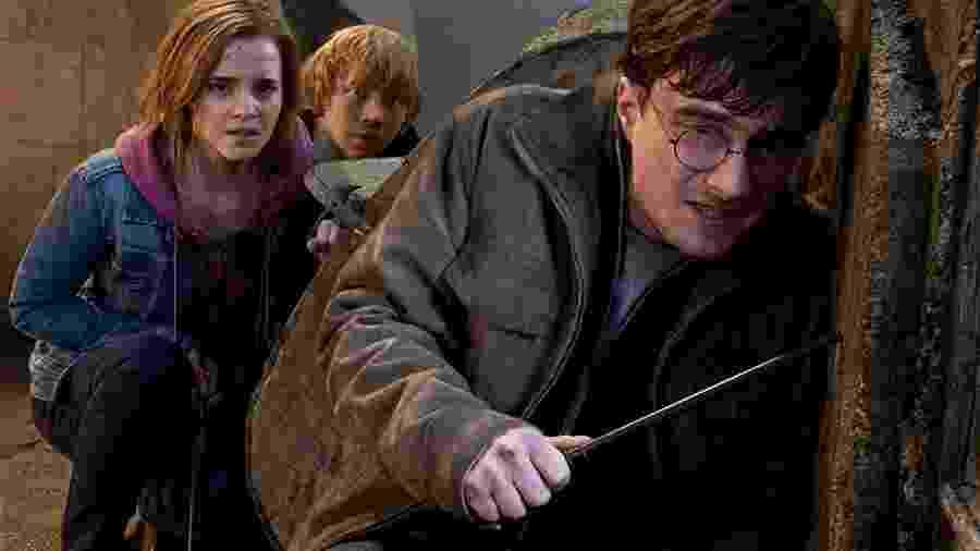 """Rupert Grint, Daniel Radcliffe e Emma Watson em cena de """"Harry Potter e as Relíquias da Morte: Parte 2"""" (2011) - Divulgação"""
