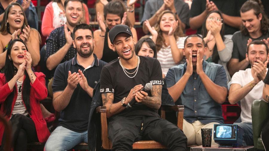 """Neymar participa do """"Altas Horas"""" e diz que está progredindo na recuperação da cirurgia do pé. """"Não sinto dor nenhuma""""  - Divulgação/TV Globo/Rogério Fernandes"""