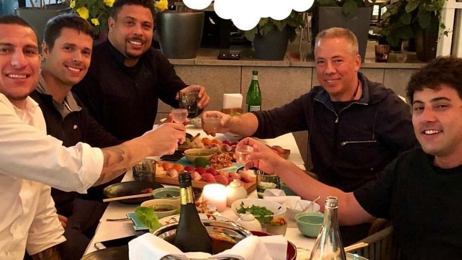 Ronaldo come sushi com Bruno de Luca na Rússia - Reprodução/Instagram/ronaldo