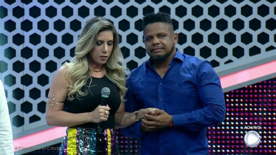 """Tati Minerato e Marcelo na final do """"Power Couple"""" - Reprodução/Record"""