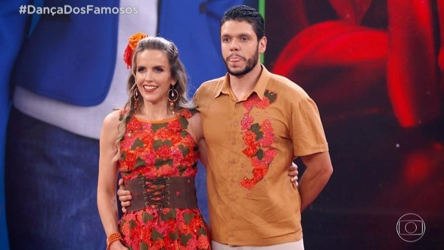 """Mariana Ferrão e Ricardo Espeschit na """"Dança dos Famosos"""" - Reprodução/TV Globo"""