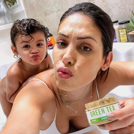 Bella Falconi e a filha Vicky - Reprodução/Instagram