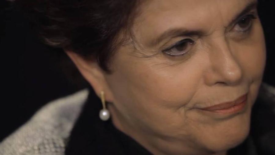 """Dilma Rousseff em cena de """"Torre das Donzelas"""" - Reprodução/YouTube"""