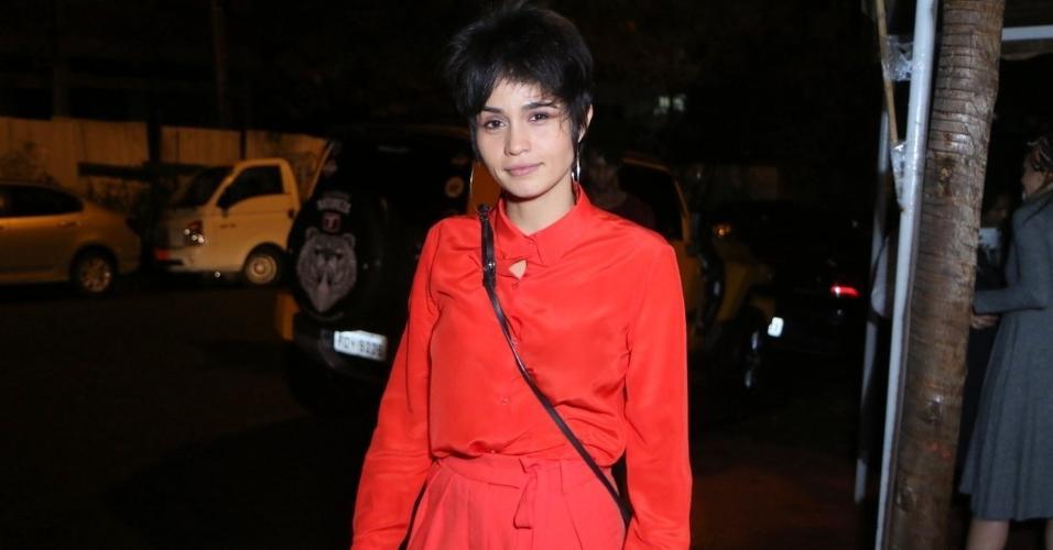 Nanda Costa aposta em look todo vermelho na festa de encerramento da novela de João Emanuel Carneiro