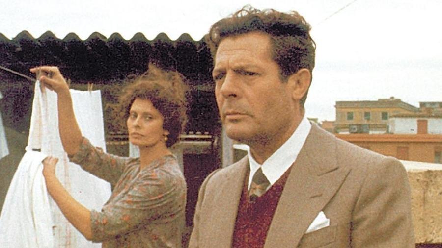 """Sophia Loren e Marcello Mastroianni em cena de """"Um Dia Muito Especial"""" (1977), de Ettore Scola - Divulgação"""