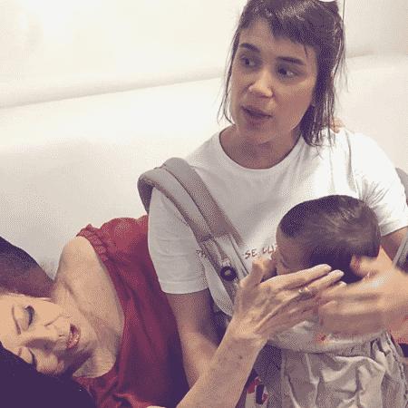 Beth Carvalho com a filha Luana e a neta Mia - Reprodução/Instagram