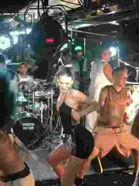 """Bruna Marquezine dançou ao som da música """"Dança da Marquezine"""", composta pelo vocalista da banda, Márcio Victor, no início do verão. - Fred Pontes/Divulgação - Fred Pontes/Divulgação"""