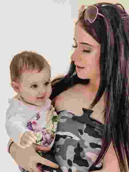Beth com a filha Maizie, de 7 meses - Reprodução/Facebook