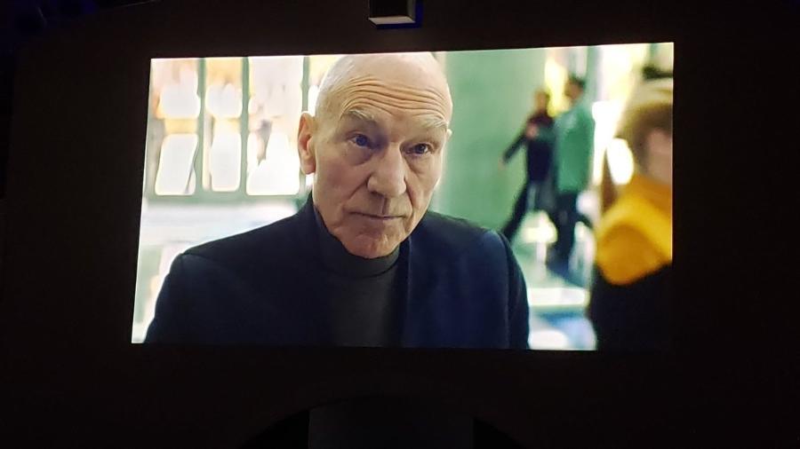 """Foto de """"Star Trek: Picard"""" apresentada pela CBS durante conferência - Reprodução/Twitter"""
