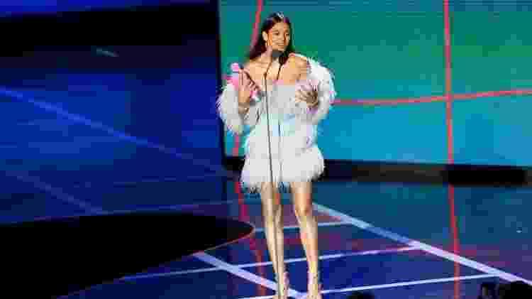Bruna Marquezine com seu prêmio no MTV Miaw - Manuela Scarpa e Iwi Onodera/Brazil News - Manuela Scarpa e Iwi Onodera/Brazil News