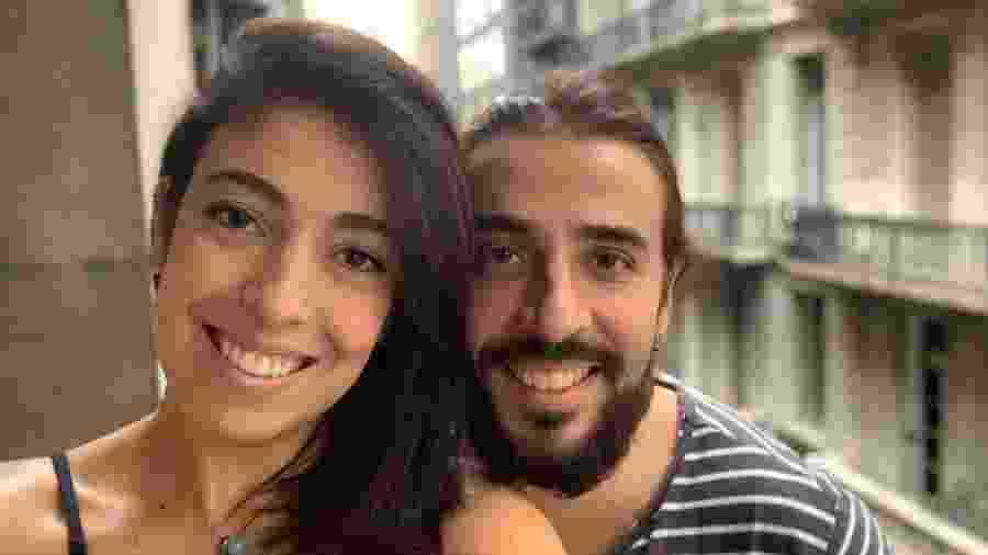 Marina e Wlson na sacada do apartamento onde estão passando a quarentena em Buenos Aires - Arquivo pessoal