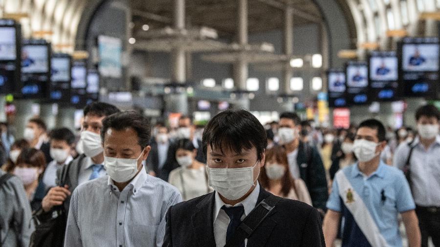 No domingo, Hokkaido, Okayama e Hiroshima se juntam a Tóquio, Osaka e quatro outros municípios em um estado de emergência - Getty Images